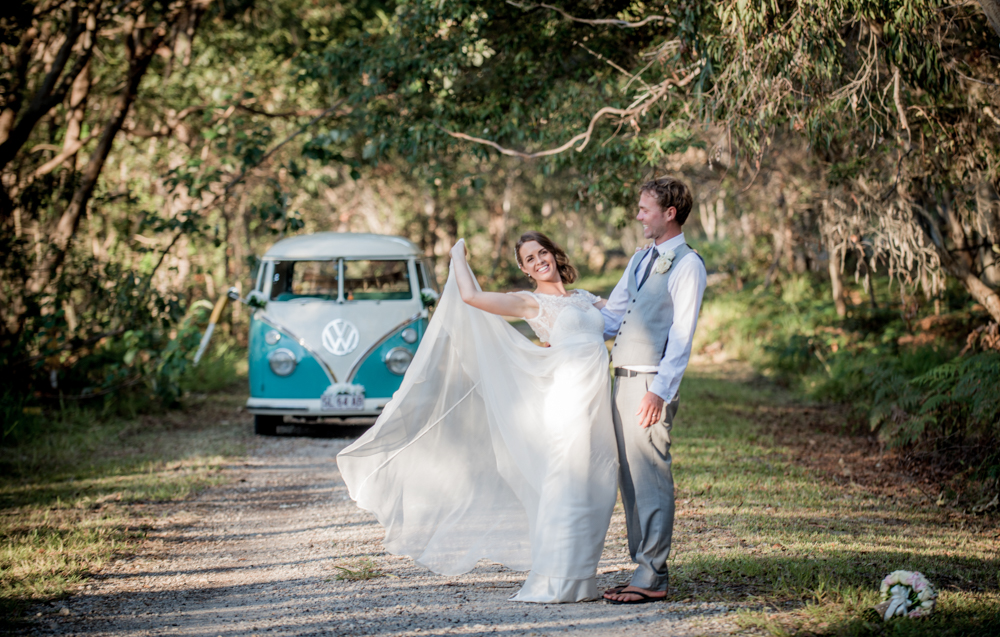 wedding couple with kombi