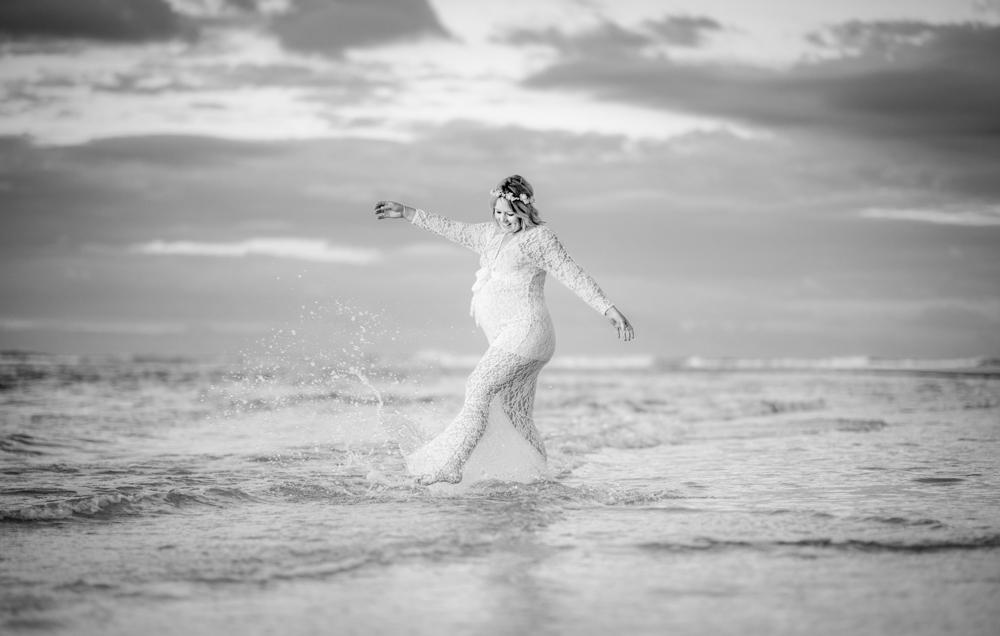 maternity shoot at the beach